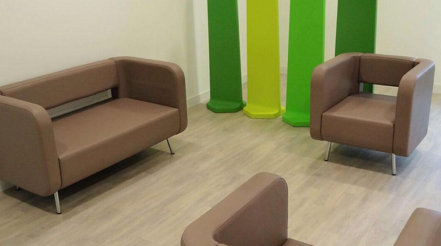 canapé et fauteuil attente